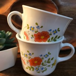Pair of vintage Corelle mugs